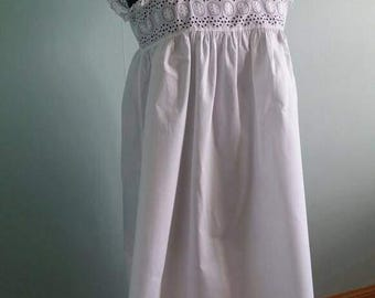 Vintage white cotton nightdress petite size floral cutwork broderie anglaise, approx from 1920 to 1930. Quality cotton, in good condition.