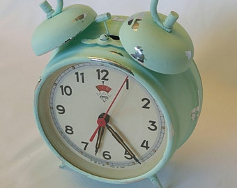 vintage alarm clock,chippy paint, shabby chic clock, working alarm clock, green clock, old clock, distressed clock,rustic alarm clock,alarm
