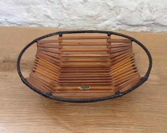 Vintage Treen Deep Slatted Wooden Bowl Or Dish. Lovely Stylish Design.