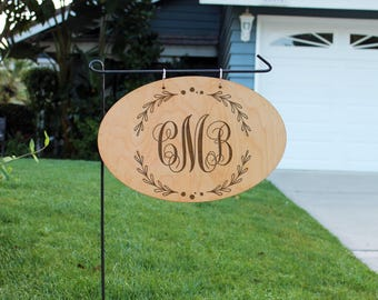 Personalized Wood Garden Flag, Custom Family Yard Sign, Family Name Sign, Wood Hanging Family Name Sign, Chalk Wood Sign Name--hngw-oval-cmb
