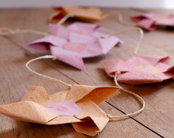 Garland of paper - pink/orange/red Mills