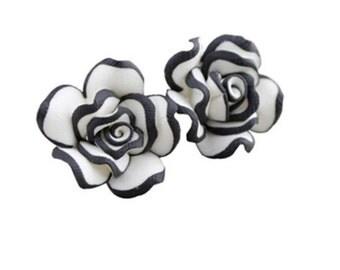 Large black and white rose earrings   K7