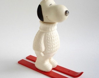 Vintage Snoopy Collectible, Peanuts Gang Gift, Skiers Gift, Snoopy Collector Container Figurine, 1974 Avon Collection