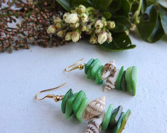 Bohemian Sea Shell Earrings - Green mother-of-pearl bead chips - Natural seashells - Boho Chic - Nature inspired jewelry - beach surf style
