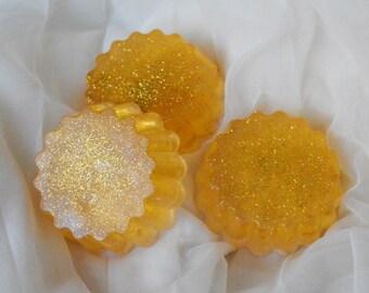 Glycerine bath soap - Glittering sun - yellow bathcare colored glitter soap - cinnamon fragrance - kittenplay ddlg aftercare