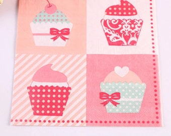 20 paper towels printed with cupcakes