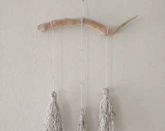 White Tassle Yarn Wall Hanging   Bohemian Style Wall Hanging    Driftwood Yarn Wall Hanging