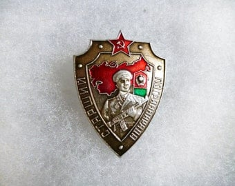 Military badge Border guard pin Soviet union USSR Army forces Lapel pinback button Defence troops Service Patrol Veteran Historical memory