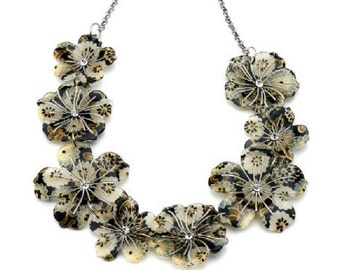 Bold & Beautiful Flower Necklace NK4030j