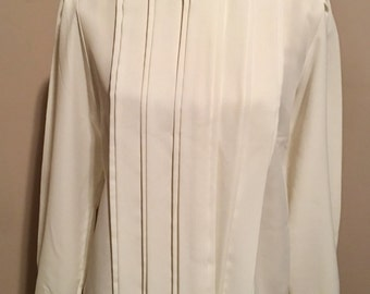 Vintage blouse with button collar