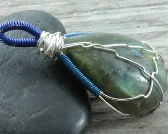 Labradorite wire wrap pendant - Silver - tear drop - Labradorite necklace - Gemstone pendant - Green flash