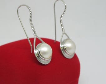 natural sea mabe pearl, cable wire style 925 sterling silver earring with genuine pacific mabe pearl