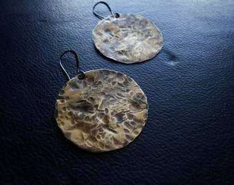 la luna - full moon earrings hammered brass handmade metalwork moon earrings gothic earrings witchy earrings occult jewelry