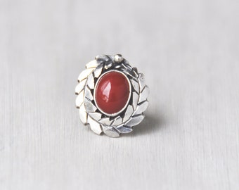 Vintage Laurel Wreath Ring - sterling silver with brick red gemstone oval cab cabochon - Size 2.5 small child's or pinky ring