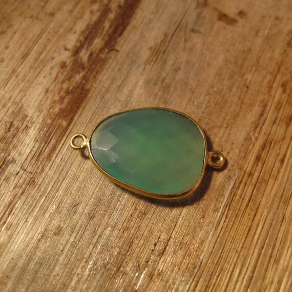 Natural Green Onyx Pendant, Gold Plated Gemstone, Irregular Bezel Set Charm, 26mm x 16mm Charm for Making Jewelry (C-Go4d)