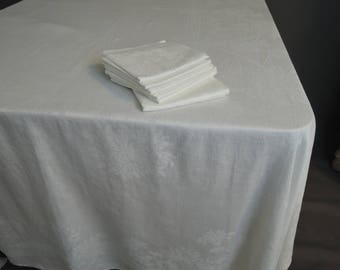 Vintage White Damask Tablecloth 68 x 90 inches, 6 large 22in Napkins, Ribbon & Mums
