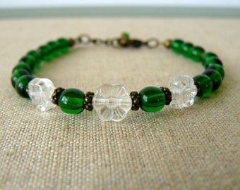 Emerald Green Bracelet, Green Bead Jewelry, Clear Flower Jewelry, Stacking Bracelet, Simple Boho Bracelet, Spring Jewelry