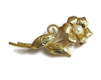 Etched Gold Tone Flower Brooch Vintage with Faux Pearl