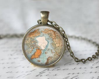 """Vintage North Pole Map Changeable 1"""" Magnetic Pendant Necklace with Organza Bag"""
