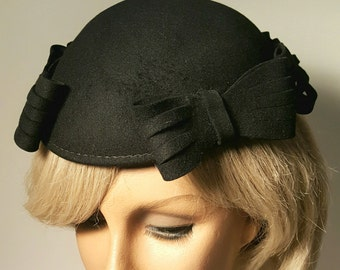 Vintage Fitted Black Felt Hat with Bows