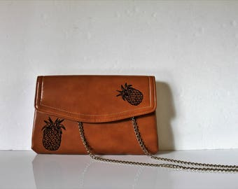 VINTAGE brown CLUTCH with hand painted pineapples / vintage purse / pineapple purse / pineapple / prom purse / vintage clutch