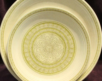 Hacienda Green by Franciscan 2 Dinner plates 3 salad plates, vintage dinnerware Plates are greener than pictures show