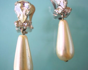 Pearl Drop Earrings, CLIP ON Earrings, Bridal Jewelry, Vintage Pearl, Wedding Accessories, Pearl And Rhinestone, Dangly, Diamante, Sparkly