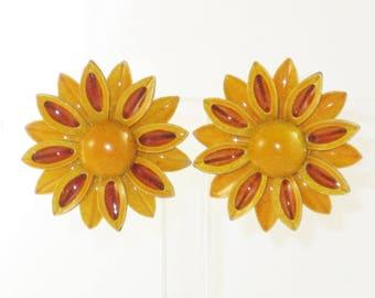 Vintage Orange and Brown Enameled Metal Flower Power Floral Clip Earrings  (E-1-7)