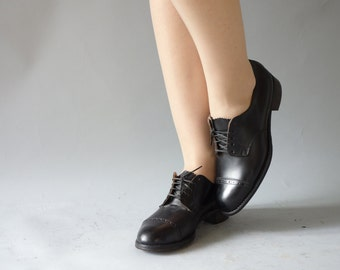 Black brogues   Dark leather oxford heels   1940's by Cubevintage   size 36