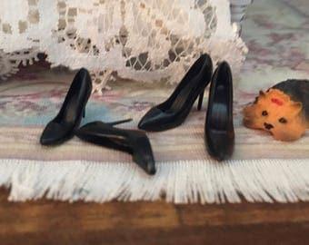 Miniature Black High Heels, Mini Pumps, 2 Pairs, Dollhouse Miniature, 1:12 Scale, Mini Shoes, Dollhouse Accessory