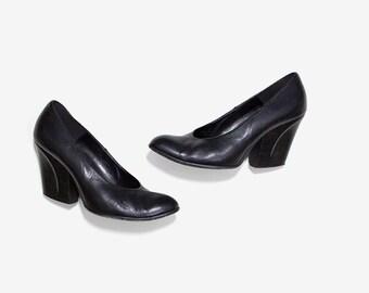 Vintage Leather Heels 8.5 / Black Leather Pumps / Sculptural Heels / Minimal Heels