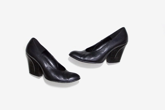 Vintage Leather Heels 8.5 / Black Leather Pumps / Sculptural Heels / Minimal Heels