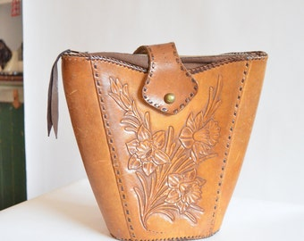 Vintage 1940s TOOLED leather handbag