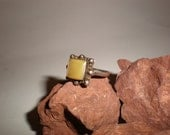 Yellow Spiny Oyster Ring Sterling Silver Tribal Navajo 40s Harvey Era Vintage Native American Hippie Style