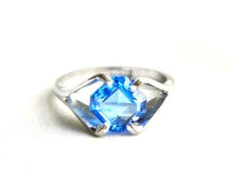 Vintage UNCAS Silver Blue Topaz Solitaire Ring - Blue Sapphire - Faceted Octagon Cut Glass - December September Birthstone - Size 7