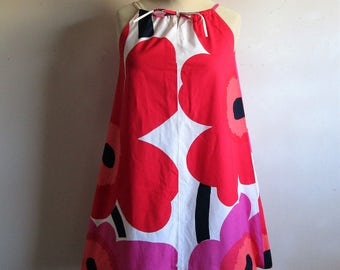 60s KARELIA Floral Dress Marimekko Unikko Cotton Red Pink Big Floral Print 1960s Trapeze Gogo Mini Summer Dress Small Made in Finland