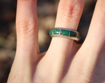 Green glass/stone Ring Size 6