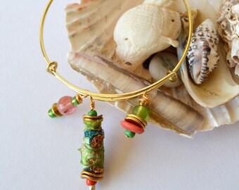 boho beaded bracelet, handmade beaded bangle, expandable beaded bracelet, hippie jewellery, artisan bracelet, unique Tyvek bead, green
