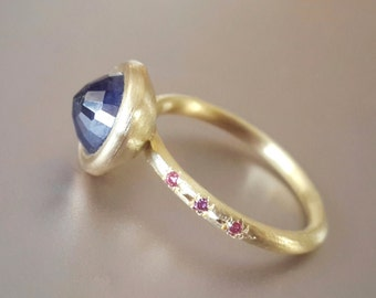 Sapphire Ring in 18k Gold with Purple Diamonds . Blue Sapphire Stack Ring . Gold Diamond Ring . Alternative Engagement Ring