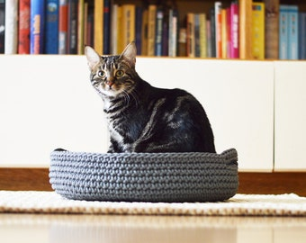 Crocheted cat bed / knitted pet bed / handmade pet basket / crochet pet bed