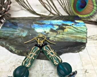 Green Earrings - Party Jewelry, Womens Jewelry, Boho Chic, Green Jewelry, Gold Earrings, Jewelry Gifts, Dangle Earrings, Gold Jewelry