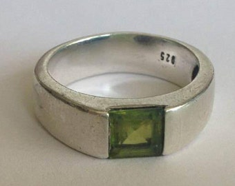 SALE Vintage Sterling Silver Peridot Gemstone Band Size 8.25