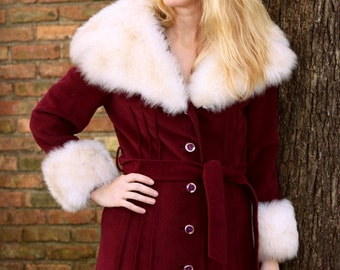 1960s faux fur trimmed maroon winter coat. Size S