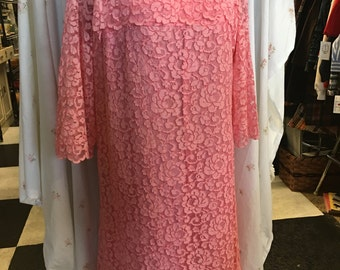 Darling pink lace dress with satin bow size medium 1960