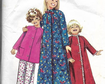 Girls Bathrobe and Pajamas Pattern, 1970s Pajama Top and Pants, Quilted Robe, Raglan Sleeves, Stand Up Collar, Size 8, Chest 27 Inches