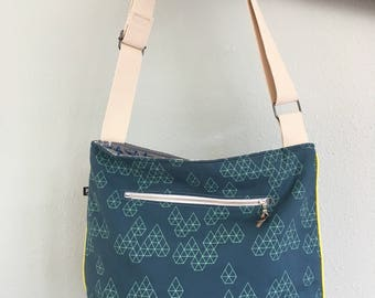 Large hobo bag with top zipper