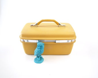 Vintage 70s mustard yellow Samsonite Montbello II cosmetics makeup train case carry on luggage