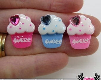 6 pc Sweet CUPCAKES with Heart Cherry Bling Resin Decoden Kawaii Cabochon 21x16mm, pink & blue cupcake cabochons, flatback cupcakes