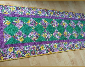 Quilted Table Runner Quilt Spring Pansy 583