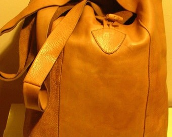 Vintage leather shoulder bag buttersoft tan leather, its own suède lining; VG condition!!